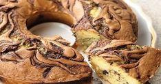 Ce poate fi mai delicios decât un chec pufos cu gust intens de ciocolată?! Se gătește foarte rapid, din ingrediente ieftine și accesibile și iese super moale, fin și aromat. Grație felului în care arată, checul marmorat este desertul perfect pentru orice ocazii – fie că e vorba de o aniversare sau o cină în familie. Serviți checul cu dulceață sau gem, alături de o ceașcă fierbinte de ceai. Savurați cu poftă! Ingrediente -250 g de făină -4 ouă -300 ml de frișcă -160 g de zahăr -0.5 linguriță… Bagel, French Toast, Muffin, Pork, Bread, Breakfast, Mai, Kale Stir Fry, Morning Coffee
