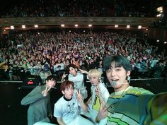 The second show in America! I had so much fun today and was really happy too. Thank you Chicago❤ We had so much fun! Thank you and love you Chicago! K Pop, Hip Hop, The Dream, Happy Today, Kawaii, Kpop Groups, K Idols, South Korean Boy Band, Boy Bands