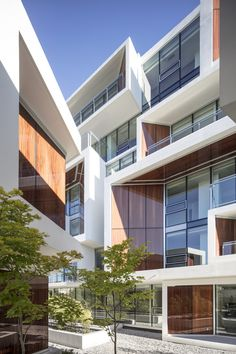Image 2 of 19 from gallery of Aperture / Arno Matis Architecture. Photograph by Michael Elkan Facade Architecture, Residential Architecture, Vancouver, Interesting Buildings, Building Structure, Canada, Modern Buildings, Modern House Design, Location