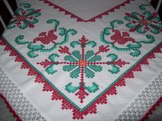 Toalha de mesa em xadrez branco - Wâninha Santos Chicken Scratch Embroidery, Palestinian Embroidery, Borders And Frames, Labor, Recycled Fabric, Luxury Interior Design, Embroidery Patterns, Diy And Crafts, Projects To Try