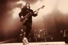Rush - Geddy Lee - Roll the Bones Tour - February 1992 - Reunion Arena - Dallas, Texas Great Bands, Cool Bands, Rush Geddy Lee, Rush Music, Rush Concert, Rush Band, Auburn Hills, Greatest Rock Bands, Musica