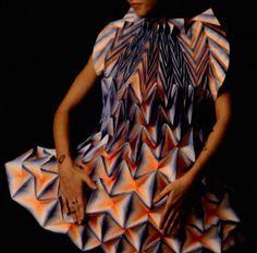 紙のドレス