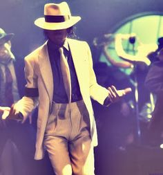 As imagens do vídeo ''Smooth Criminal'' Michael Jackson Smooth Criminal, Michael Jackson Neverland, Liam Neeson, Do Video, Hollywood, Husband, Blazer, Mj, Pictures