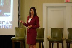 Speaker Laurie-Ann Murabito in Burlington, MA. Sharing tips to working with difficult people at a MPI, Meeting Professional International, professional development program. Using neuroscience and emotional intelligence to influence others.