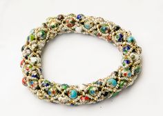 Filled Netted Tubular by wanting Making Bracelets With Beads, Diy Jewelry Making, Bracelet Crafts, Jewelry Crafts, Jewelry Ideas, Netted Bracelet, Beaded Bracelets, Beading Tutorials, Beading Patterns