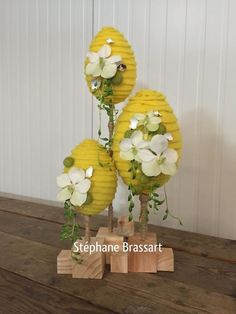 Creative Easter eggs display with flowers Design Floral, Deco Floral, Arte Floral, Easter Flower Arrangements, Easter Flowers, Floral Arrangements, Egg Crafts, Easter Crafts, Easter Egg Designs