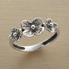 sweet little flower ring