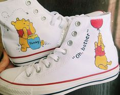 Winnie the Pooh Shoes Disney Painted Shoes, Custom Painted Shoes, Disney Shoes, Hand Painted Shoes, Custom Shoes, Disney Vans, Custom Converse, Cute Sneakers, Converse Shoes High Top