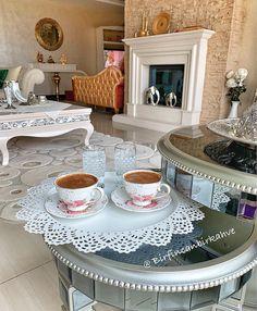 """580 aprecieri, 12 comentarii - Bir Fincan Bir Kahve (@birfincanbirkahve) pe Instagram: """"Gel diyen komşuya gidilir...şu gördüğünüz kahveler keyifle içilir😋ölçüsü kaçmış telvesi çokmuş bu…"""" Coffee Cafe, Cup And Saucer, Dog Bowls, Decorative Plates, Turkey, Cups, Instagram, Food, Home Decor"""