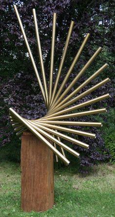 El acero inoxidable jardín o patio / el exterior y la escultura al aire libre por el escultor Thomas Joynes titulado: 'Revolución (acero inoxidable Resumen de jardín / patio de esculturas contemporáneas)'