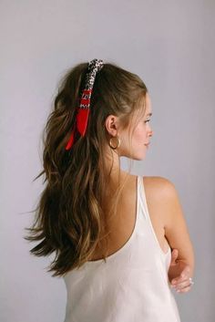 5 façons de créer un bandana - Haar-Tutorial einfach - Ponytail Hairstyles, Cute Hairstyles, Bangs Hairstyle, Bandana Hairstyles For Long Hair, Hairstyle Ideas, Bandana Hair Tutorials, Short Hair Bandana, Easy Hair Tutorials, School Hairstyles
