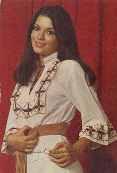 Retro Theme Dress, Vintage Bollywood, Glamour Shots, Asian Makeup, Old Actress, Indian Models, Bollywood Stars, School Fashion, Indian Wear
