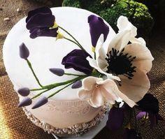 Amazing sugar paste anemone wedding cake -  truly edible art! Anemone Wedding, Sugar Paste Flowers, Unique Cakes, Edible Art, Beautiful Cakes, Flower Art, Wedding Cakes, Artisan, Bride