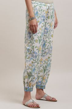 Designer Wear: Shop Designer Ethnic Wear by Farida Gupta Ethnic Wear Designer, Indian Designer Outfits, Kurtha Designs, Silk Kurti Designs, Diy Clothes Design, Designer Party Wear Dresses, Embroidery Suits Design, Blouse Vintage, Online Shopping Clothes