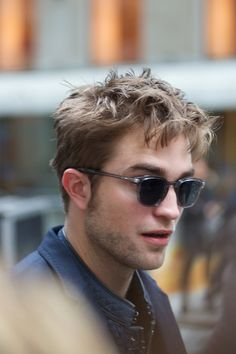 6a57bd004bc2 Robert Pattinson and Oliver Peoples Special Edition XXV-RX Glasses  Photograph