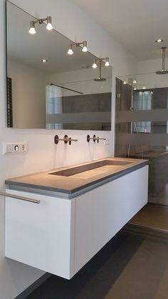 Een badkamer gerealiseerd in Rekken, met een badmeubel wat op maat voor de klant is gemaakt door Sanidrome Scharenborg uit Haaksbergen