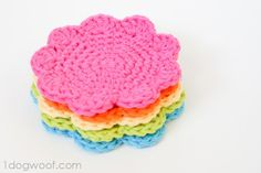 I saw them, I wanted them, so I made my own flower coasters. Now I have a free pattern so you can make your own coasters too.