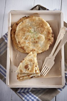 sfakianes pites ska2 Gf Recipes, Greek Recipes, Dessert Recipes, Healthy Recipes, Recipies, Healthy Foods, Cookie Dough Pie, Mumbai Street Food, Greek Cooking