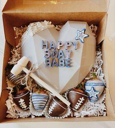 Heart Shaped Chocolate, Chocolate Hearts, Chocolate Covered Treats, Chocolate Desserts, Chocolate Pinata, Birthday Present Diy, Valentines Baking, Pinata Cake, Artisan Chocolate