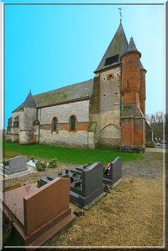 Noircourt - Aisne - Que de contrastes dans cette église du Thiérache : Rouge et blanche, brique et pierre, linéarité et rondeur.....