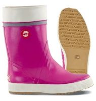 Rain boots that bring a splash of colour to a rainy day. Hai boots by Nokia. Carrie Bradshaw, Spring Outfits, Spring Clothes, Color Splash, Converse Chuck Taylor, Rubber Rain Boots, High Top Sneakers, Footwear, My Style