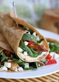 Mediterranean Grilled Chicken Wrap Recipe, and Eating Better on a Budget - Mom Foodie Grilled Chicken Wraps, Chicken Wrap Recipes, Fiber Rich Foods, High Fiber Foods, Fiber Diet, High Fiber Recipes, High Fibre Lunches, Lunch Recipes, Cooking Recipes
