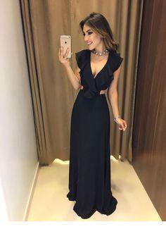 Gorgeous black long dress - Miladies.net Navy Prom Dresses, Gala Dresses, Event Dresses, Formal Dresses, Chic Dress, Dress Skirt, Black Gala Dress, Maid Of Honour Dresses, Long Cocktail Dress