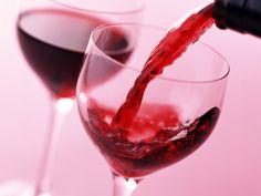 Que rico es el vino tinto! pero, conoces todas las propiedades del vino? enterate aquí en lo que disfrutas una copita. Salud  #Antioixdantes, #Colestero, #VinoRojo, #VinoTinto