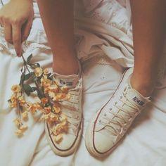 Converse & flowers