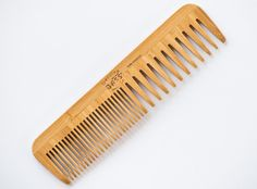 Made from 100% Bamboo Wood Coarse/Fine Tooth In The Hands Of Professionals Since 1979 Anti-static Made by Bass Brushes