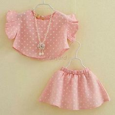 4 Summer Baby Clothes Tutorials Do It Yourself Baby - Your Crochet, Frocks For Girls, Dresses Kids Girl, Kids Outfits, Kids Frocks Design, Baby Frocks Designs, Little Girl Fashion, Fashion Kids, Fashion Design, Baby Dress Design