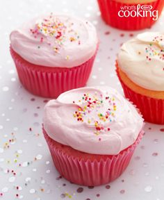 Pastel Cupcakes – KOOL-AID Flavors the cake and the frosting. KOOL-AID Sugar-Sweetened Drink Mix (any flavor), divided 1 can oz.) ready-to-spread vanilla frosting 1 cup thawed COOL WHIP Whipped Topping Cupcakes Pastel, Rainbow Cupcakes Recipe, Cupcake Flavors, Yummy Cupcakes, Cupcake Recipes, Cupcake Cakes, Dessert Recipes, Cup Cakes, Colored Cupcakes