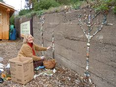 garden project stones: dress up an ugly fence