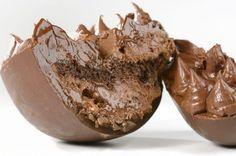 O grande sucesso desta Páscoa são os ovos de chocolate com recheio cremoso, ideal para serem comidos de colher