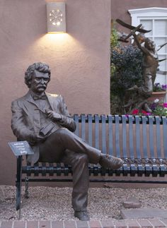 Mark Twain Bronze by Cha Li Bronze Sculpture, Sculpture Art, Cemetery Statues, Library Art, Singular, Animal Sculptures, Amazing Art, Book Art, Concept Art