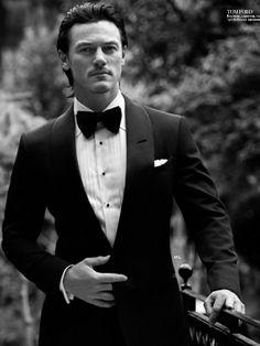 Luke Evans in Tom Ford tux for Instyle Man Russia Bard the Dragon Slayer Dracula Untold, Khadra, Classy Hairstyles, Men's Hairstyles, Pierce Brosnan, Raining Men, Hot Actors, Attractive Men, Man Crush