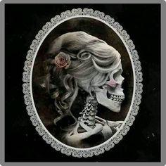 Skeleton Cameo