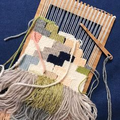 """19 mentions J'aime, 2 commentaires - Therese (@theresemakesthings) sur Instagram: """"Working on a weaving for a special someone with my new @theunusualpear small loom - that I love so…"""""""