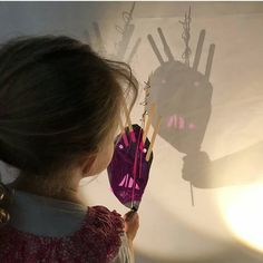 Aren't light & shadows just so fascinating! Shadow Puppets, Light And Shadow, Shadows, Activities For Kids, Hair Styles, Beauty, Shades, Classroom, Lights