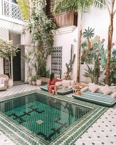 Marrakesh guid step by step what you need to know before your trip, including safety informations, best hotels, restaurants and shopping tips. Visit Marrakech, Visit Morocco, Morocco Travel, Marrakesh, Morrocan Architecture, Beautiful World, Beautiful Places, Places To Travel, Places To Go