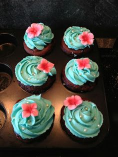 Schokoladen Cupcakes mit Buttercreme-Topping Butter, Creme, Desserts, Food, Cacao Powder, Bakken, Tailgate Desserts, Deserts, Essen