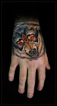 Traditional style wolf // hand tattoo // Daniel Gensch