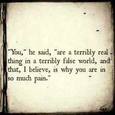 """""""Toi"""", il dit, """"tu es terriblement vraie dans un monde terriblement faux et je crois que c'est pourquoi tu souffres tellement."""""""