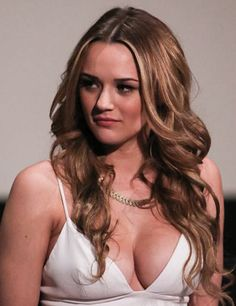 Actress Hunter King attends the special screening of 'A Girl Like Her' at The ArcLight Hollywood on March 2015 in Hollywood, California. Hunter King, In Hollywood, Hollywood California, The Perfect Girl, Young And The Restless, American Actress, Sexy Women, Actresses, Long Hair Styles