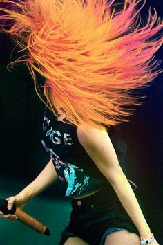 Hayley Williams, the only person that can pull off this hair color. I mean really.