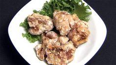 鶏肉は大きさや形をそろえて切る(目安は手でOKサインをしたときの指の輪の大きさ)下味をもみ込み、10