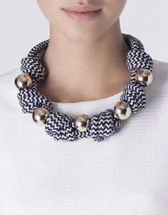 Collar nudos zig-zag bolas