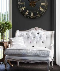 Dit zwart wit interieur bestaat voornamelijk uit witte meubels maar de zwarte accenten geven - Landelijke chique lounge ...