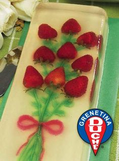 Strawberry Bouquet Gelatin Cake Jello Desserts, Jello Recipes, Dessert Recipes, Gelatina Jello, Jelly Flower, Jelly Cake, Specialty Cakes, Cake Toppings, Cake Tutorial