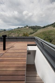 stairs into/through skylight to access roof deck. alta-house-asd-architecture design roof deck Alta House by AS/D Architecture Roof Design, Facade Design, House Design, Rooftop Terrace Design, Terrasse Design, Retractable Pergola, Weekend House, Roof Architecture, Fashion Architecture